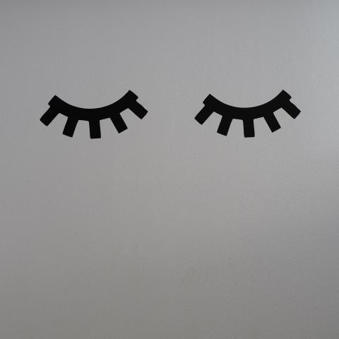 """Kleebis """"Unised silmad"""" must"""