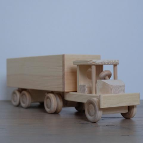 Puidust veoauto